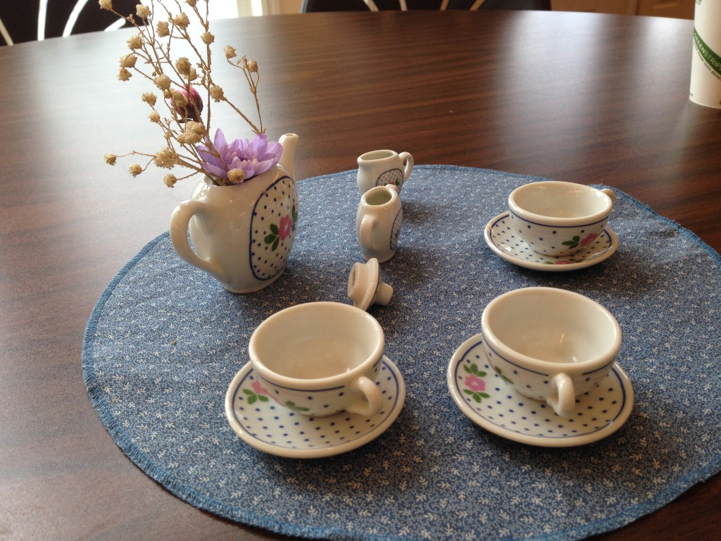 "Miniature tea set ""High Tea"" IGC meeting 1/2016"